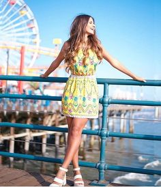 Usa Pictures, Cute Disney Pictures, Pier Santa Monica, Graduation Photoshoot, Girl Senior Pictures, Photoshoot Inspiration, Photoshoot Ideas, Poses For Photos, Victoria