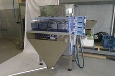 Maquina para embalar produtos em pó e grãos.