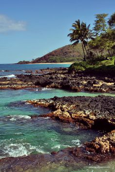 Maui's beaches blend the best of it all. Rocky shorelines, soft white sand, and even volcanic black sand beaches. Hawaii Vacation, Vacation Places, Hawaii Travel, Dream Vacations, Vacation Spots, Places To Travel, Places To See, Beautiful Sites, Beautiful Islands