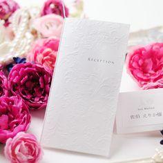 シンプルで美しい!きちんと感のある会場に合いそうなデザイン♡ クラシカルな白の席次表一覧。結婚式の席次表まとめ。