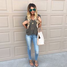 Cute outfit light jeans