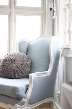 <3 You Will Find Many Warm And Cozy Chairs To Sit In Here At The Blue Bird Cottage Inn~