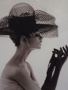 lady-in-hat-2.jpg 2.448×3.264 píxeles