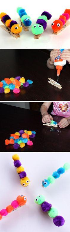 Basteln mit Kindern: Lustige Raupen aus PomPoms und Holzklammern #diy: