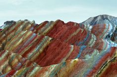 These remarkable pictures show the actual scenery of Danxia Landform at Nantaizi village of Nijiaying town, in Linzhe county of Zhangye, Gansu province of China. Danxia Landform, Colorful Mountains, Rainbow Mountains, Provinces Of China, Impressionist Artists, Rock Formations, Out Of This World, Rocks And Minerals, Natural Wonders