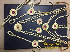 Fresh Flower Jewellery At Your Door Step. Mehndi And Baby Shower Flower Jewellery Best Designs buy online, Floral Jewellery Special Designs, Natural Flower Jewellery Top Design, Real Flower Jewellery at Best price, fresh flower jewellery For Dohale Jevan Flower Garland Wedding, Flower Garlands, Flower Decorations, Flower Jewellery For Haldi, Flower Jewelry, Indian Hair Accessories, Flower Fashion, Bridal Fashion, Indian Wedding Photography Poses