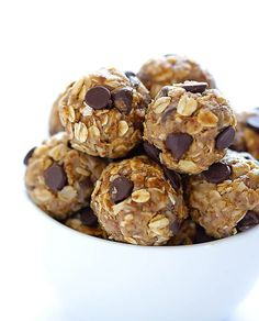 This simple and healthy little no bake energy bites recipe is perfect for a delicious snack, breakfast, or even dessert! These delicious little no bake energy bites are the perfect healthy snack! No Bake Energy Bites, Energy Balls, Power Balls, Bits And Bites Recipe, Pb Balls, Healthy Summer Snacks, Healthy Treats, Healthy Kids, Energy Bites