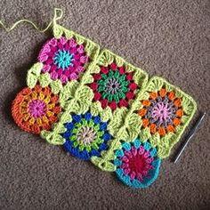 Crochet - Continuous-Join-As-You-Go tutorial Granny Square Häkelanleitung, Granny Square Crochet Pattern, Crochet Blocks, Crochet Squares, Crochet Motif, Diy Crochet, Granny Squares, Joining Yarn, Knitting Patterns