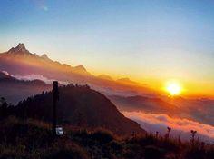 #Ghoreoani_PoonHIll_Trekking Photo of the Day Sunrise view from the mohare danda 3300 m. #Sunrise_Fishtail #machapuchare_moharedanda #mountain_mountainphotography #Himalaya_annapurnarange #shining #explorenepal #beautyofnepal #photography #natgeotravel #travelnepal #nepal8thwonder #ClearSkyTreks #nepali_instagrammers #explore #nepaldiaries #nepal #landscape #instalike #journy_nepal  📷: @Clear_Sky_Treks....