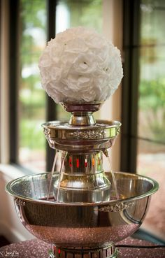 Love this Champagne fountain although with red and black roses of course Champagne Fountain, Rose Champagne, Dream Wedding, Wedding Day, Wedding Stuff, Tent Decorations, Mimosa Bar, Paris Party, Punch Bowls