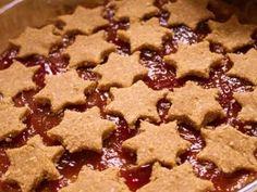 Jak upéct ovesný linecký koláč | recept | jaktak.cz Cookies, Desserts, Food, Crack Crackers, Tailgate Desserts, Deserts, Biscuits, Essen, Postres