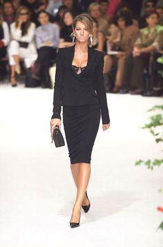 Gisele Bündchen au défilé Dolce & Gabbana printemps-été 2001 http://www.vogue.fr/mode/mannequins/diaporama/gisele-bndchen-en-50-dfils/20147/carrousel#gisele-bndchen-au-dfil-dolce-gabbana-printemps-t-2001