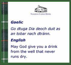 A Scottish proverb in Gaelic and English Scottish Quotes, Scottish Gaelic, Scottish Toast, Gaelic Quotes, Gaelic Words, Outlander, Irish Proverbs, Irish Language, Irish Blessing
