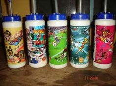 These water bottles were very popular in the 90s  Los pepsilindros!