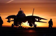 軍のジェット戦闘機, 空母, 日没, シルエット, 飛行士, 船, 海, 海軍