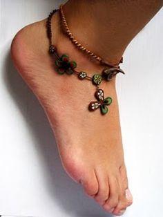 Tornozeleira Verde e Marrom em cerâmica plástica   http://www.elo7.com.br/tornozeleira-colar/dp/DFA0A