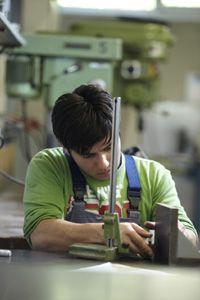 """Projekt """"Chancenschmiede""""   Junge Menschen mit Lernschwierigkeiten und Behinderung praxisbezogen fördern – das leistet das Altensteiger CJD-Jugenddorf seit Jahren in seinen Ausbildungswerkstätten."""