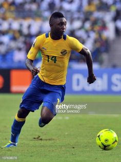 Gabon's national football team midfielder Levy Madinda runs with the ball during the African Cup of Nations Group C football match against Niger at...