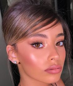 Best Natural Glow Makeup Ideas That Every Girl Will Want To Try glow Best Natural Glow Makeup Ideas That Every Girl Will Want To Try Natural Glow Makeup, Dewy Makeup, Natural Makeup Looks, Face Makeup, Natural Beauty, Beauty Make-up, Beauty Hacks, Hair Beauty, Asian Beauty