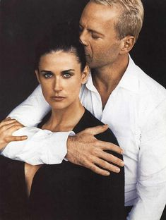 Bruce Willis and Demi Moore photo pose