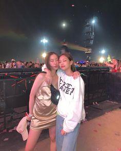 Chahee and Jennie Kim Jennie, South Korean Girls, Korean Girl Groups, My Girl, Cool Girl, Blackpink Members, Blackpink Photos, Pictures, Blackpink Fashion