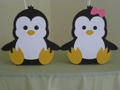 Pingüinos You will receive 2 9 paper pieced penguin table centerpiece balloon holders. Penguin Birthday, Penguin Party, Balloon Birthday, Birthday Party Centerpieces, Birthday Parties, Toddler Crafts, Crafts For Kids, Balloon Holders, Church Crafts