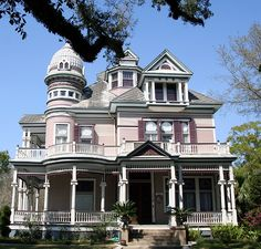 Old Victorian House Mobile, Al (by sbernadette65)  (via singitoutlove)