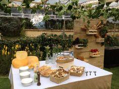 Montaje estaciones de comida Boda Rustica by MY Group Eventos