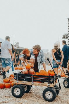 My boyfriend and I went over to one of the trendiest LA pumpkin patches we could find. From the cute tents to the CASTLE made out of pumpkins, we were most definitely not disappointed. Pumpkin Patch Farm, Pumpkin Patch Outfit, Pumpkin Hat, Pumpkin Patches, Cute Pumpkin, Baby In Pumpkin, Little Pumpkin, Fall Couple Pictures, Fall Pics