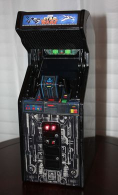 Star Wars Mini: Smallest Working Arcade Game Cabinet Ever May the Fourth be with you! 80s Video Games, Vintage Video Games, Pinball, Dark Vader, Borne Arcade, Consoles, Retro Arcade Games, Videogames, Classic Video