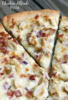 Delicious Chicken Alfredo Pizza - it's easy to make too! lilluna.com #pizza