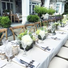 Dining alfresco #alfresco #dining #table #outdoordining  #dinnerparty #tablesetting #beautifultablesetting #flowers #decor #peonies #dinnerparty #tablesetting #decor #design #beautifultables #flowers #arrangements #decoration #interiordesign #homedesign #interiordecor #interiors #onmytabletop @tablesettingstodiefor @tableau_nola  #townandcountrydecor