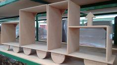 Nichos Trem <br>Lindos nichos para quarto de meninos que formam um trem. <br>Pode-se formar um trem maior, com mais vagões. <br>Contém três peças.