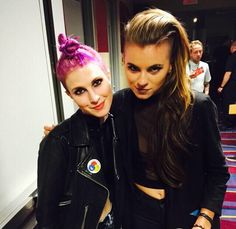 Hayley with Lynn of PVRIS backstage at APMAs 2015