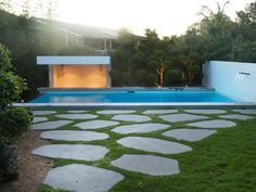 Eco Outdoor bluestone steppers in contemporary architecture and pool design, Deane Poile Design, install by Nature's Visions Landscapes. |
