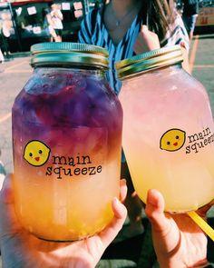 Lemonade in a jar. Lemonade in a jar. Summer Drinks, Fun Drinks, Healthy Drinks, Beverages, Colorful Drinks, Winter Drinks, Cute Food, Good Food, Yummy Food