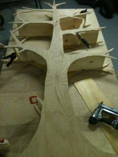 DIY árbol estantería. Te imaginas un bosque en la habitación?