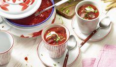 Die fruchtige Paprikasuppe mit würzigen Cabanossi ist eine leckere Abwechslung. Du brauchst neben knackigen Paprikaschoten auch Zwiebeln, Sahne und Knoblauch.