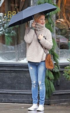Kate Hudson from The Big Picture: Today's Hot Pics  The actress is the picture of bundled-up chic on a rainy day in New York.