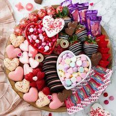 Sweet Charcuterie Board Ideas for Valentine's Day Dessert Dips, Dessert Platter, Valentines Day Desserts, Valentines Day Party, Valentines Day Decorations, Valentine Ideas, Valentine Cookies, Charcuterie Recipes, Charcuterie And Cheese Board