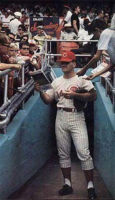 Pete Rose Cincinnati Reds Baseball, Baseball Star, Baseball Cards, Softball Players, Mlb Players, Cubs Team, Pete Rose, Baseball Pictures, Mlb Teams