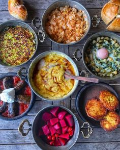 Spoil yourself with a delicious breakfast this sunday, you deserve it! Turkey Country, Republic Of Turkey, Chana Masala, Curry, Breakfast, Ethnic Recipes, Istanbul, Sunday, Food