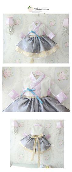 Baby's first birthday traditional Hanbok Korean Traditional Dress, Traditional Fashion, Traditional Dresses, Asian Fashion, Kids Fashion, Cheongsam Modern, Korea Dress, Korean Hanbok, Korean Babies