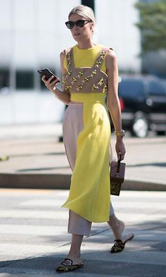 colores_pantone_primavera_2017_amarillo_celebrities_sophie_valkiers_1a