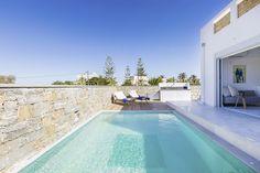In den Thalasses Sea Front Villen auf Kreta genießt man Luxus pur. Ein Spaziergang zu Zweit am privaten Strand beim Sonnenuntergang - besser kann ein erlebnisreicher Tag nicht enden.