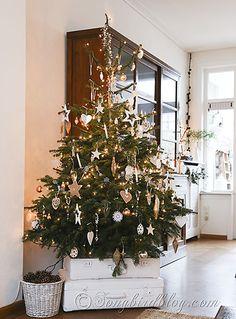Gold silver white Christmas tree via Songbirdblog.. Christmas Deocr Ideas & Inspiration! I love the luggage instead od a tree skirt. <3