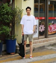 a simple summer combo you could easily do this but black shorts, olive green vans Asian Men Fashion, Korean Street Fashion, Look Fashion, Mens Fashion, Mode Masculine, Moda Geek, Korean Outfits, Mens Clothing Styles, Streetwear