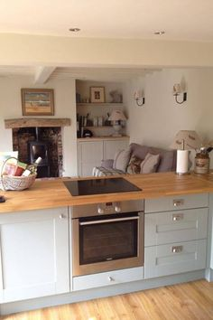 47 Inspiring Country Style Cottage Kitchen Cabinets Ideas - About-Ruth Cottage Kitchen Cabinets, Small Cottage Kitchen, Open Plan Kitchen Living Room, Kitchen Family Rooms, Cottage Kitchens, New Kitchen, Home Kitchens, Kitchen Dining, Kitchen Decor