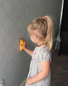 Basic use of a stud finder for Olly Stud Finder, My Beauty, Vacuums, Home Appliances, House Appliances, Vacuum Cleaners, Kitchen Appliances, Appliances