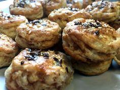 Oškvarkové pagáčiky (fotorecept) - recept   Varecha.sk Muffin, Cookies, Breakfast, Desserts, Food, Basket, Crack Crackers, Morning Coffee, Tailgate Desserts